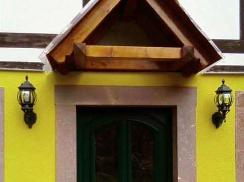 Haustür und Vordach